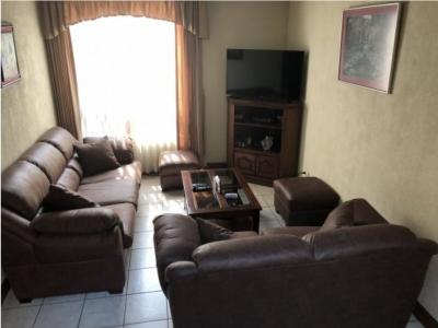 Vendo Casa en Villas del Rosario, Z.4 de Mixco