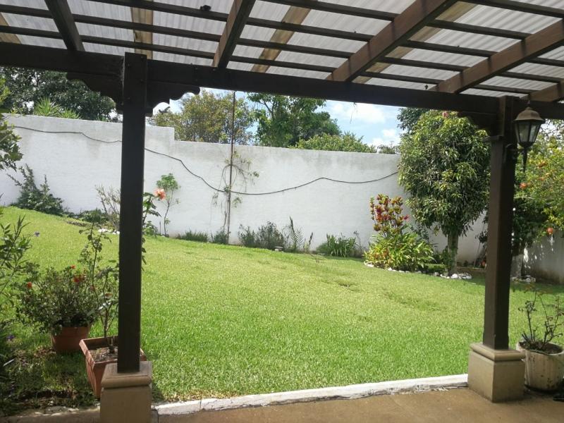 CASA CONSTRUCCION ANTIGUA JARDIN AMPLIO Y AMPLIO PARQUEO 749 MTS2.