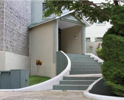 VENDO (Remato - Ganga) precioso APARTAMENTO de 3 habitaciones, 2 parqueos y cuarto de servicio en zona 7 de Mixco, a pocos metros del Cementerio Las Flores - Palos Altos