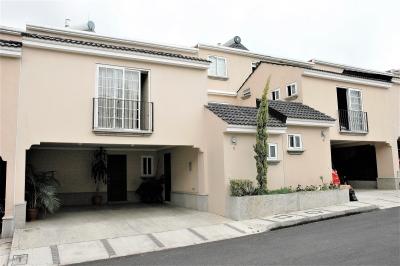 Lujosa Residencia en Venta en Condominio Prados de San Cristóbal. (Ciudad San Cristóbal, Zona 8 de Mixco)