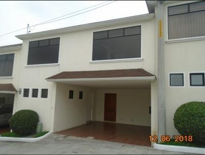 Vendo casa en Residenciales Hacienda Vista Hermosa San Cristóbal zona 8 de Mixco
