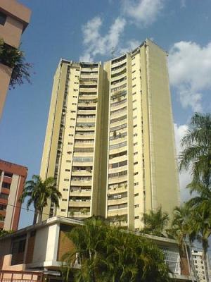 Apartamento en Urb. San Isidro - Amplio y Bello