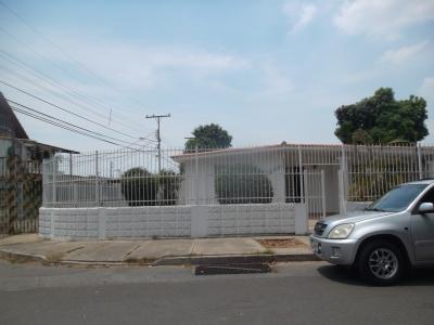 CASA COMODA EN URB. FUNDACION MENDOZA.