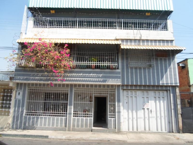 Baños Blanco Quintas:Casa Quinta en Andrés Eloy Blanco de tres plantas