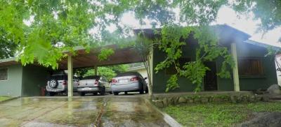 Amplia Quinta  De 324 M2 Ubicado en la Urbanización  Las Delicias- Maracay