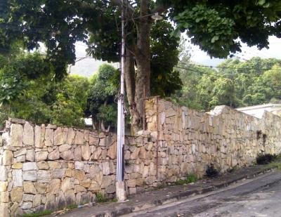 VENDO CASA EN ZONA DE MONTAÑA CON RIO Y MAS DE 2MIL METROS DE RECREACION