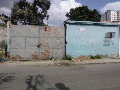 Terreno Calle Libertad, casco central de Maracay.