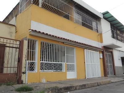 Casa en La Romana, cerca de todo 218m2