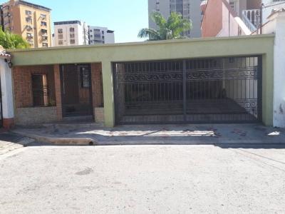 En venta Exclusivo Casa Urbanización El Centro