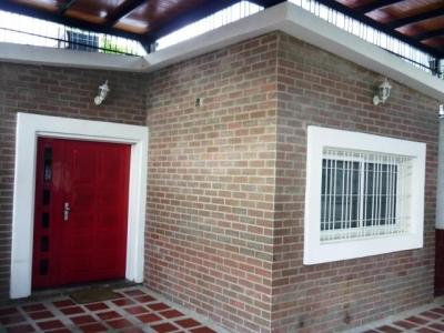 Hermosa Casa en venta en  El Limón Cod 18-1011