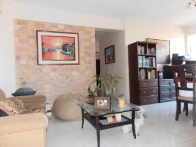 Venta de apartamento de  80mts2 en calle Libertad  Maracay