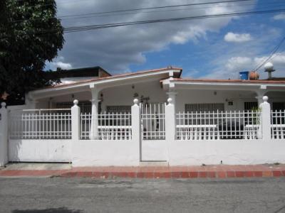 Venta de Oportunidad casa de 294mts2 en Maracay