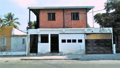 Venta de casa de dos plantas en el Sector Piñonal Maracay