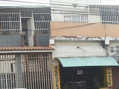 Venta de Casa y locales comerciales en Av. Aragua sector 12 de febrero en Maracay