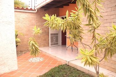 casa urb Las Cayenas
