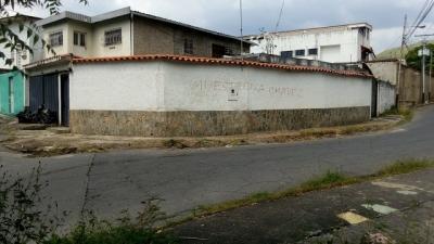 Terreno con Bienhechurias en Barrio Sucre II