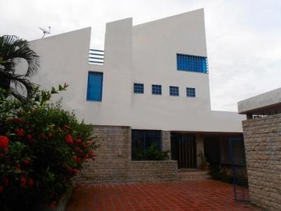 Casa-quinta en venta en la urbanizacion San Jacinto de Maracay, Venezuela