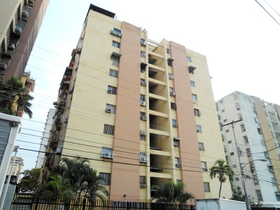 Bello apartamento 116 m2 en Res. El Centro. Maracay