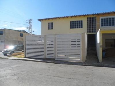 Apartamento en venta Urb. Las Orquideas, Maracay18-2782
