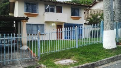 Venta Quinta en El Castaño en Maracay, Estado Aragua