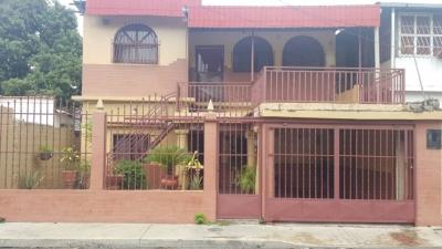 Amplia casa ubicada en Piñonal con 2 anexos