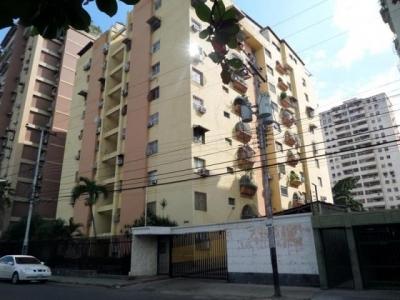 Apartamento en Venta Urb. El Centro, Maracay Cod. 18-5046
