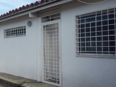 En Venta Acogedora Casa de 70 m2 en Base Sucre