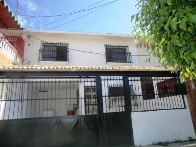 Casa en Venta Urbanizacion Las Acacias Maracay Rah 18-11205