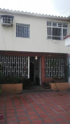Venta casa quinta en Maracay, Barrio Los Cocos, Parroquia Pedro José Ovalles