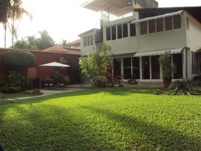 Amplia y lujosa quinta con hermosas áreas verdes en El Castaño Maracay