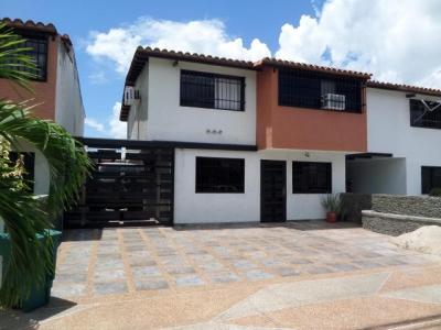 Townhouse en venta en Urb. Villas El Remanso Maracay Cod. 19-2677