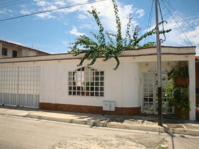 Casa Quinta en Urbanizacion Base Sucre