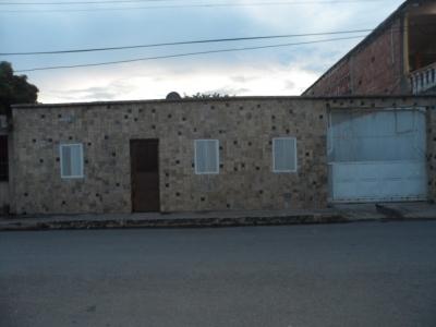 Vendo casa en Maracay Sector Jose Gregorio Hernandez