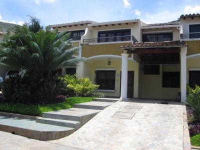 Townhouse en venta en Maracay, El Castaño Cod. 18-10344
