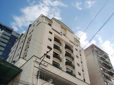 Apartamento en venta Torre Imperial, Maracay, zona centro, Venezuela.