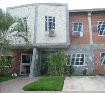 Townhouse Seguro y comodo en conjunto residencial el Oasis Palo Negro 0412-6789620
