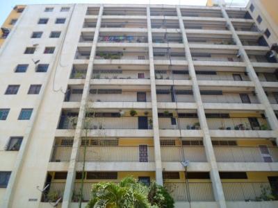 Vendo apartamento en el centro de Maracay, frente al C.C. Estación Central