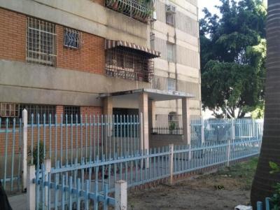 Apartamento En Maracay - Avenida Ayacucho Cód: 19-2632