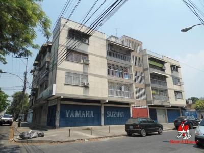 Apartamento en Venta La Barraca 19-8901 JCM
