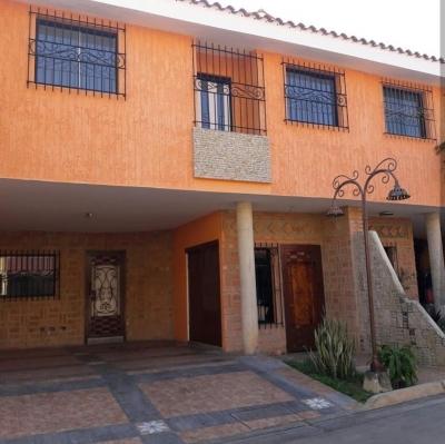 Se Alquila Hermoso T.H. Urb. Barrio Sucre zona Norte de Maracay