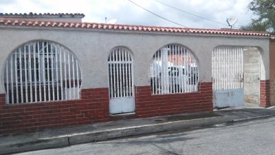 Se vende casa en el Sector Los Nísperos de Campo Alegre Maracay