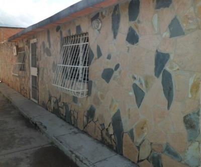 Casa en caña de azúcar sector 3, Maracay.