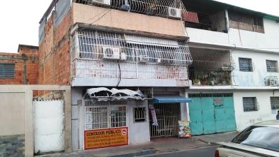 En venta casa en Los Olivos Nuevos de Maracay