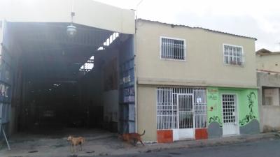 Venta de casa con galpón en San Carlos de Maracay Estado Aragua