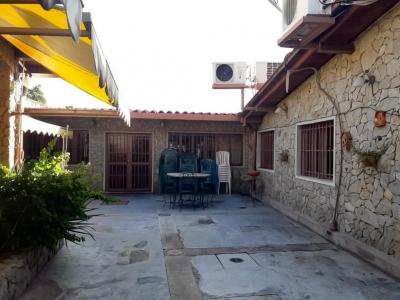 Comoda y amplia casa quinta en Andres Bello Maracay Oportunidad