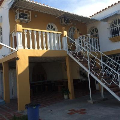 Casa con dos anexos en venta