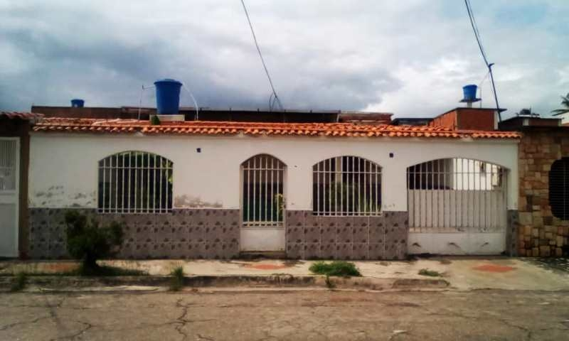 Venta de Casa Quinta en Urb. San Carlos Sector los Samanes Maracay Edo. Aragua