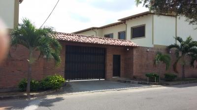 VENTA DE BELLO Y EXCELENTE TOWN HOUSE LOS PORTACHUELOS ALTO BARINAS NORTE