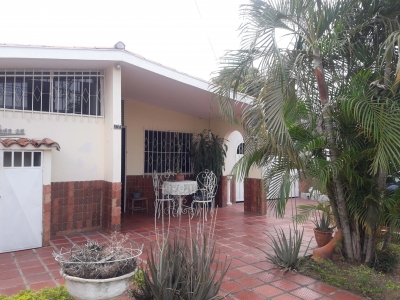 VENTA CASA CON LOCAL COMERCIAL ALTO BARINAS NORTE