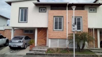 BELLO Y EXCELENTE TOWN HOUSE VILLA COROZO